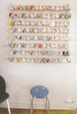 decora juntando viejas tazas o piezas de vajillas