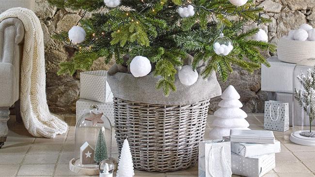 Tres ideas para decorar la base del rbol for Cesta arbol navidad