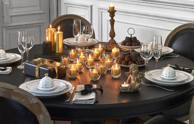 Dorado en la decoración de mesa de Navidad