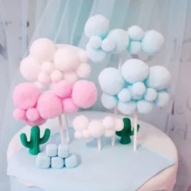 decorazione torta pon pom