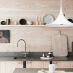 Objects on display on the kitchen