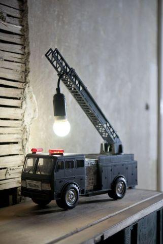 Espero que no tirases el camión de bomberos ...
