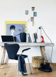 8. Mesa hecha con madera reciclada. Un estilo rústico que contrasta bien con los complementos más modernos y rompedores