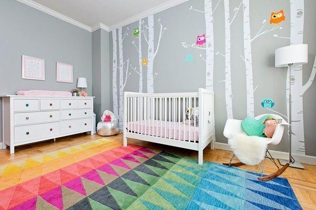 Vinilos de árboles en habitación infantil