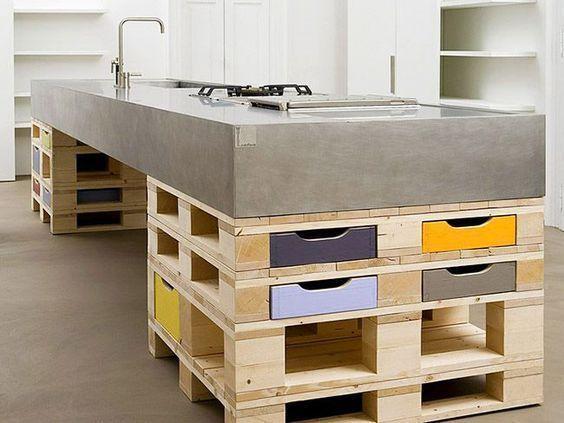Islas de cocina: hecha con pallets y encimera de cemento