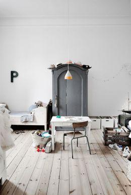Gris para niños- en detalles importantes como el armario