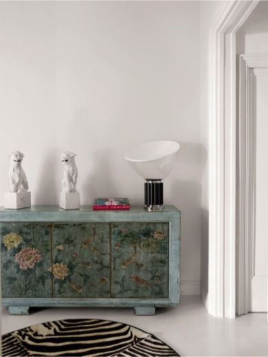 Casa ecléctica y vintage - pasillo con mueble chino