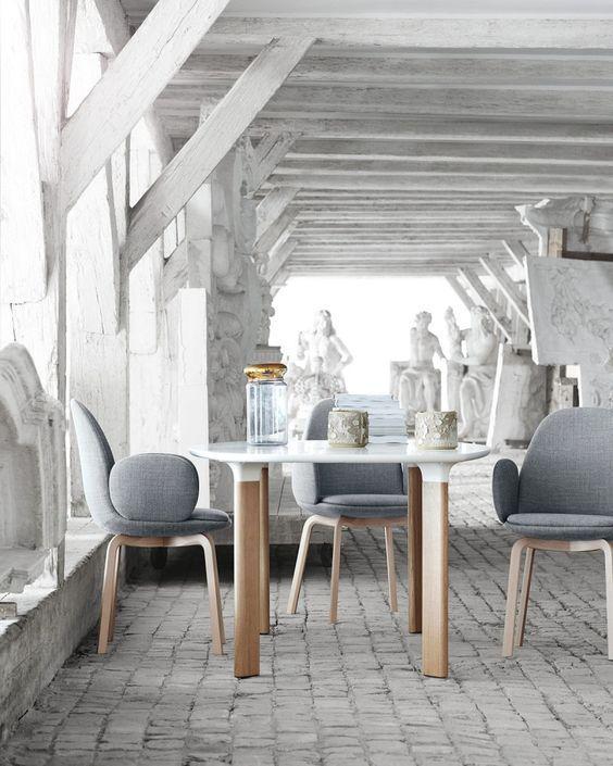 Mesa y sillas de Hayón para Hansen