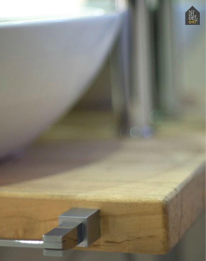 detalle de la encimera de un baño pequeño