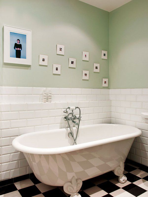 A retro freestanding tub