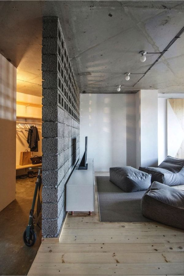 Piso de alquiler - concrete wall to separate hall from living