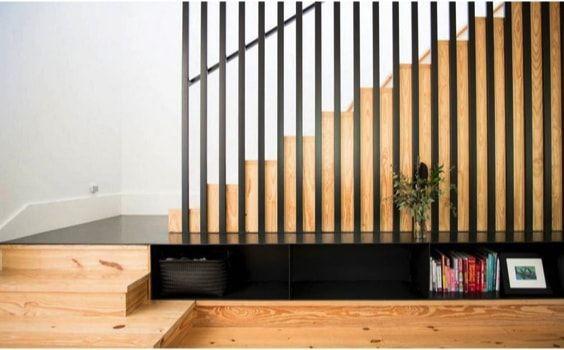 escaleras de casa, listones de metal