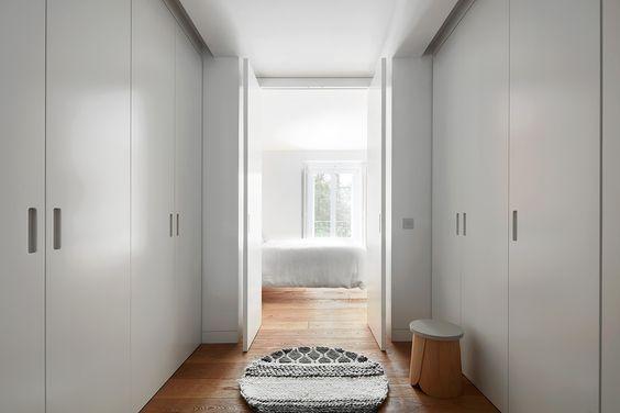 decoralinks   vestidor que da acceso al dormitorio principal