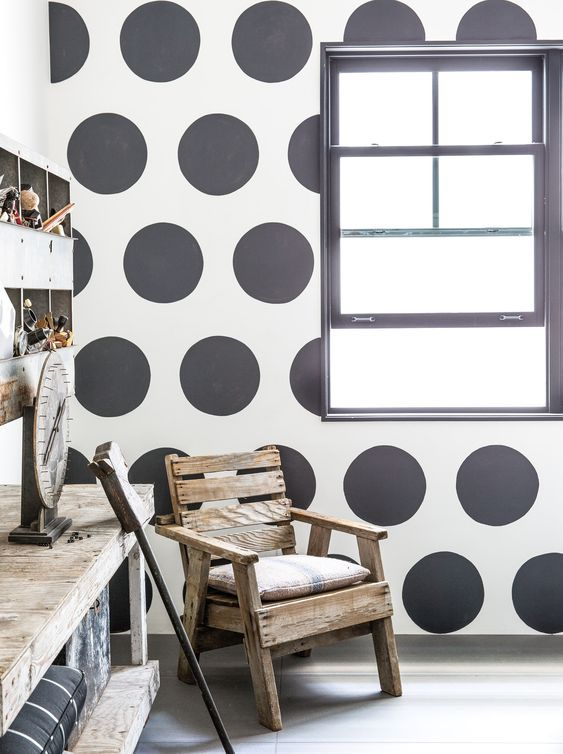Diane Keaton - Polka dots in a black and white guestroom