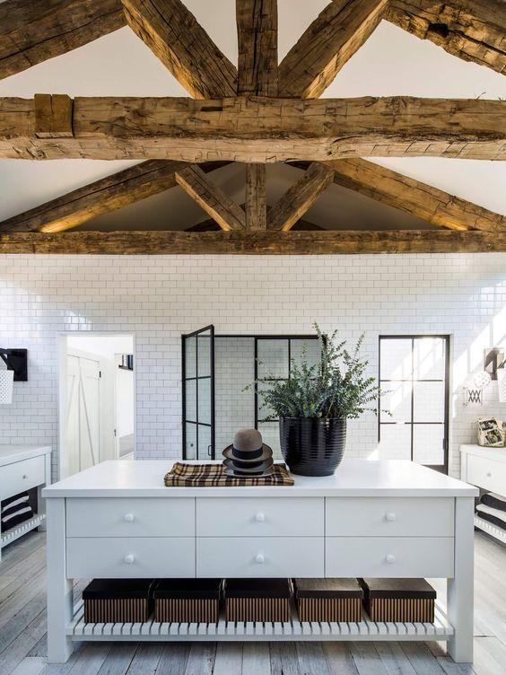 decoralinks | Immense bathroom at Diane Keaton's brick cottage house