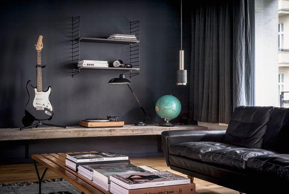 decoralinks | minimalismo masculino en salon con paredes oscuras