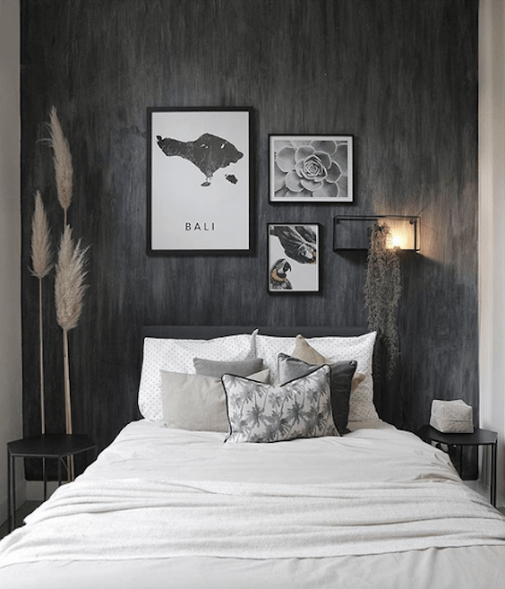 decoralinks | dormitorio pared negra y mural de cuadros
