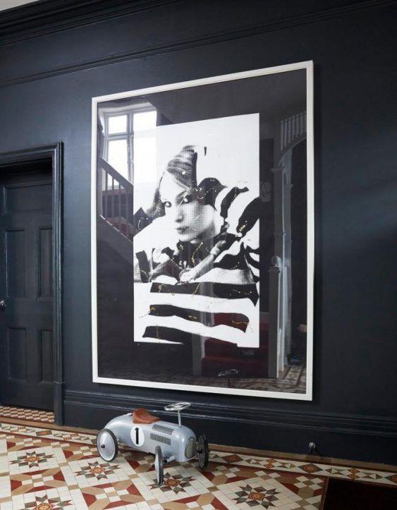 decoralinks | fotografía sobre pared oscura