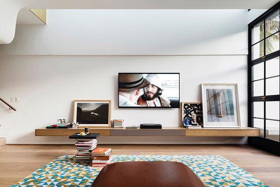 decoralinks | disimula el televisor entre cuadros