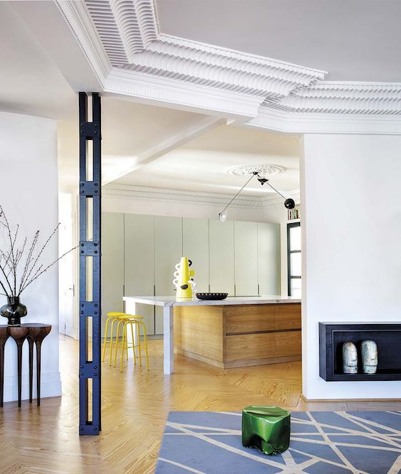decoralinks   azul y verde combinados en salón semiabierto a cocina