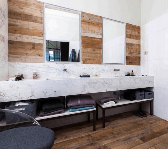 decoralinks | bathroom -  pino recuperado en suelo y paredes con encimera marmol