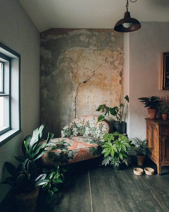 decoralinks   #chaiselongue #tapizadofloral #paredenbruto #pareddesgastada #verde #raw