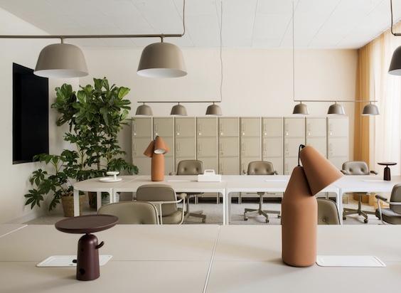 decoralinks   Oficinas de ADEspaña pintadas en arena y con detalles en terracota