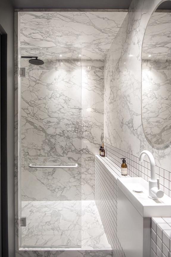 decoralinks | casa una distribucion perfecta #bathroom #ducha #marmol #azulejoblancocuadrado