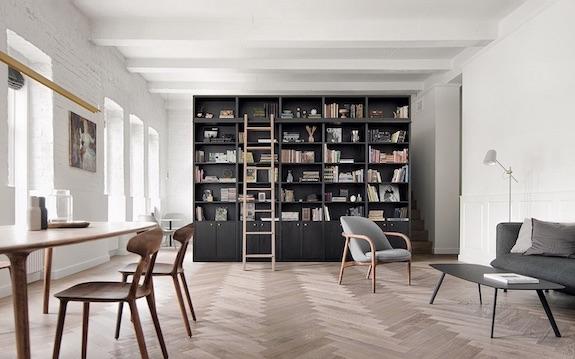 decoralinks | #casa #libreria #bookself #salon #livingroom #comedor #ventanales #ladrillovistoblanco #vigas #comedor