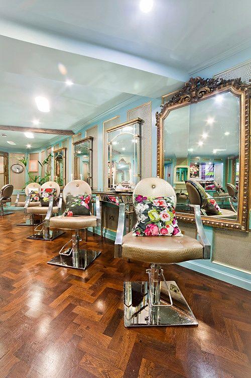 Quais são os móveis e equipamentos essenciais para o salão de beleza