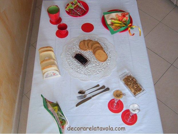 Tavola colazione con tovagliolo a foglia n.2