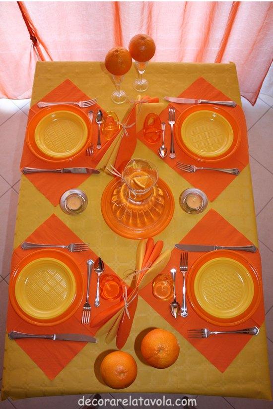 decorazione tavola per festa compleanno colori giallo arancione n.1