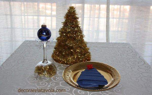 Tovagliolo piegato ad albero per Natale