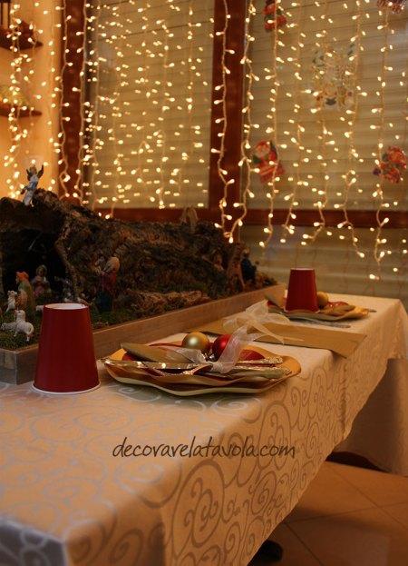 Idee per tavola natalizia in rosso e oro