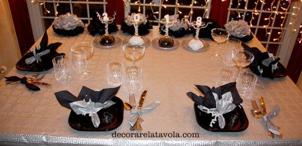 Tavola Veglione Capodanno in nero e argento