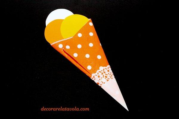 Piegare tovaglioli a cono gelato