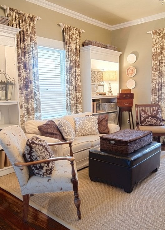 Use Vintage Fabric Antique Linens Retro And Toile For
