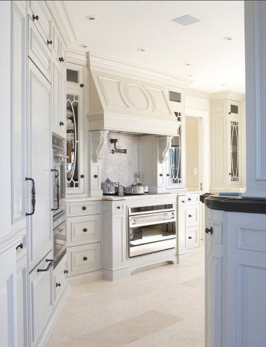 1 Leona-Mozes-Photography-European-Inspired-Kitchen.-Gorgeous-traditional-kitchen-cabinets-and-limestone-floors.-Kitchen-TraditionalKitchen-EuropeanKitchen