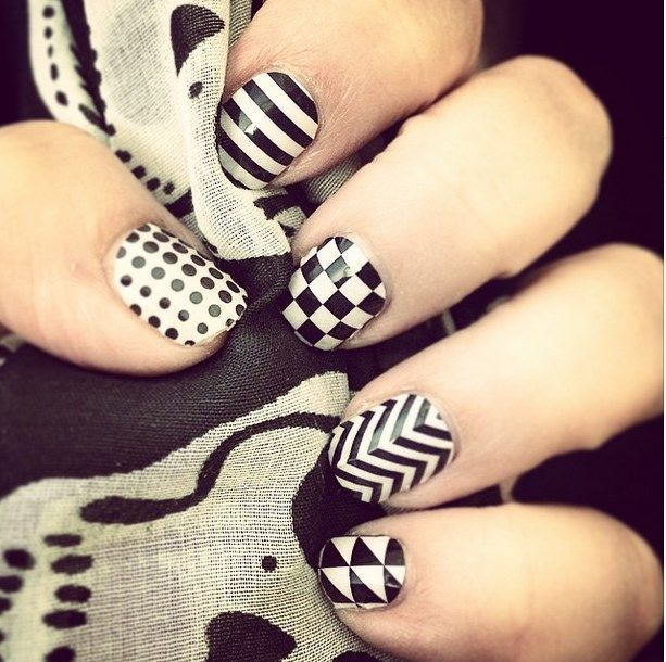 uñas decoradas blanco y negro 4