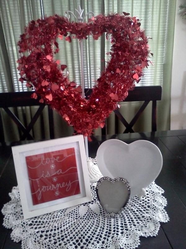 Decorating Table Valentine Centerpieces