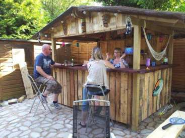 DIY OUTDOOR BAR IDEAS 2