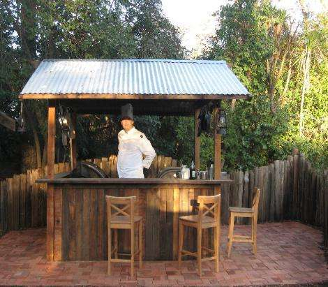 DIY OUTDOOR BAR IDEAS 6