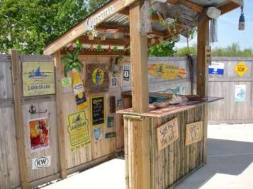 DIY OUTDOOR BAR IDEAS 74