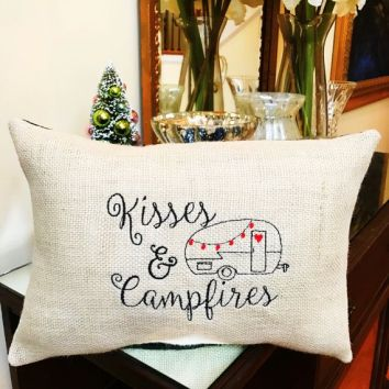 Cheap And Easy Ways To Decorate Your RV Camper 19