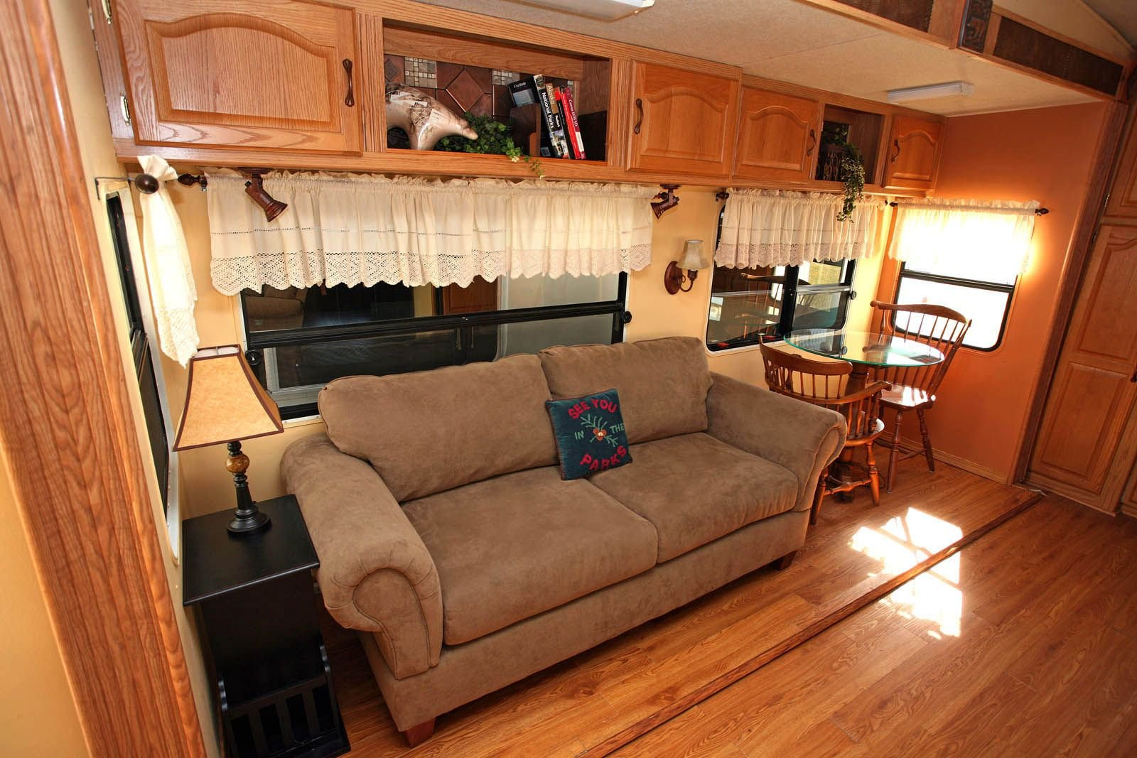 50 cheap and easy ways to decorate your rv camper decoratoo for Simple decorating 50 ways to inspire your home