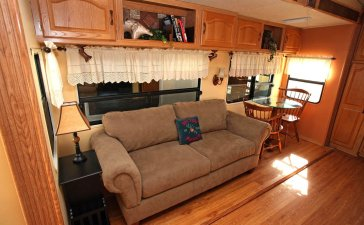 Cheap And Easy Ways To Decorate Your RV Camper 52