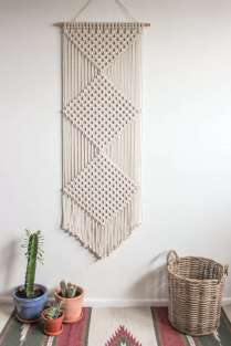 DECORATIVE WALL HANGINGS 134