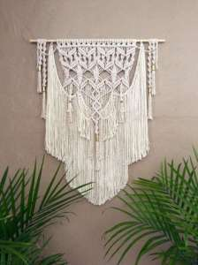 DECORATIVE WALL HANGINGS 135