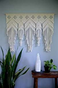 DECORATIVE WALL HANGINGS 59