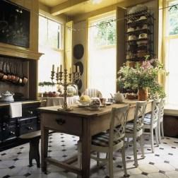 European Farmhouse Kitchen Decor Ideas 13